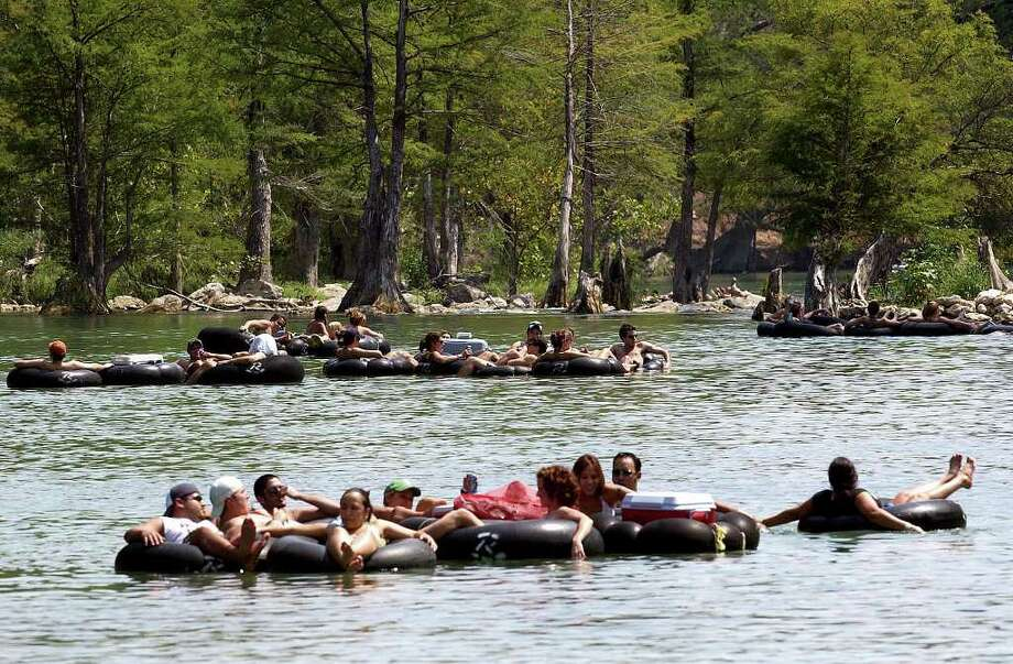 METRO: Tubers enjoy one last hurrah with trips down the Guadalupe River on Monday September 5, 2005.  Helen L. Montoya/Staff Photo: HELEN L. MONTOYA, SAN ANTONIO EXPRESS-NEWS / SAN ANTONIO EXPRESS-NEWS