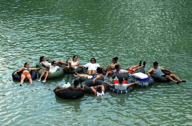 "METRO   A family group hits the cool waters of the Guadalupe River at the FM306 launch site Saturday early in the afternoon.   Tubers at this  point on the river can ""do the loop"" in about one hour then put in again at the same spot after a short walk back.     TUBING ON THE GUADALUPE RIVER.      TOM REEL/STAFF   MAY 29, 2004. Photo: TOM REEL, SAN ANTONIO EXPRESS-NEWS / SAN ANTONIO EXPRESS-NEWS"