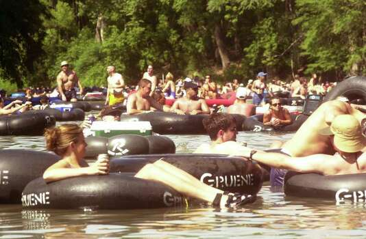 NEIGHBORS / ADVANCE FOR BOB STEWART -- Lower water levels and Memorial weekend crowds meant tube trafic jams along the Guadalupe rive such as this one on Sunday, May 28, 2000 in New Braunfels.   photo by Ha Lam /staff Photo: Ha Lam, En / en