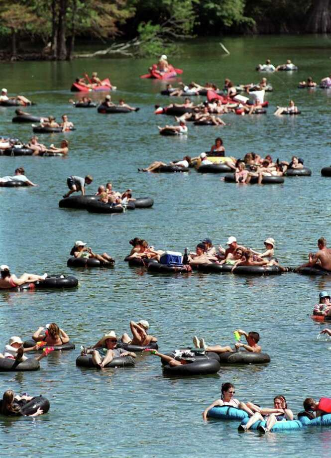 INSIGHT / ADVANCE / FOR 09 03 00 / FOR LINDA VAUGHAN: Tubers stay cool while tubing down the   Guadalpe River near Sattler, Texas on Sunday Sept. 5,1999 for the Labor Day weekend.  PHOTO BY JOHN DAVENPORT / STAFF Photo: JOHN DAVENPORT / EXPRESS-NEWS