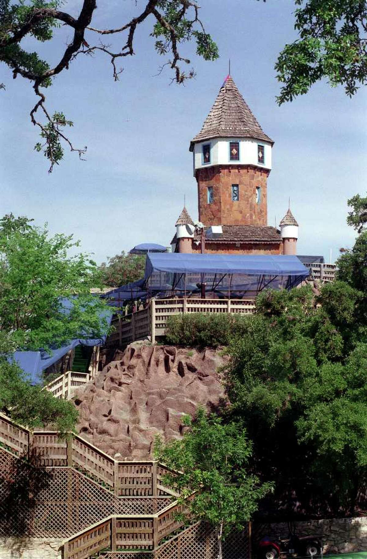 TRAVEL THE CASTLE AT SCHLITTERBAHN IS SOMETHING OF A LANDMARK IN NEW BRAUNFELS. THE WATER RESORT HAS EXPANDED DOWNSTREAM FROM THIS ORIGINAL LOCATION. 4/4/99