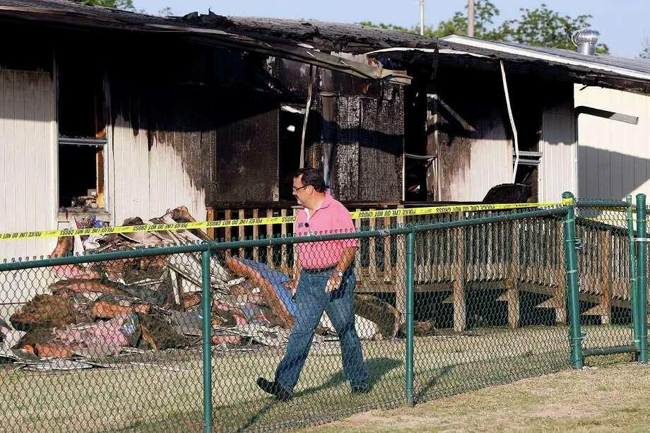 Fire destroys portable at elementary school - San Antonio ...
