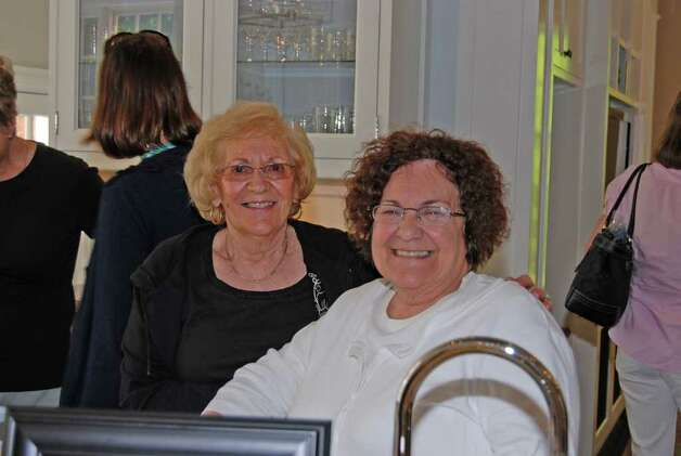 Sisters Terri Schettino and Rosemarie Grimm are happy patrons of the day! Photo: Jeanna Petersen Shepard / New Canaan News