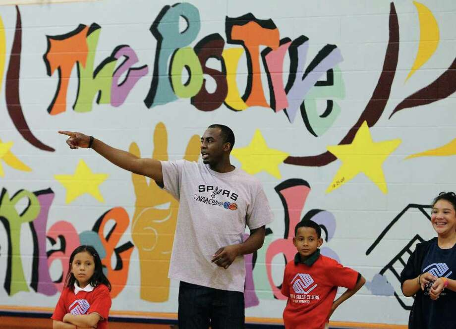 Spurs player James Anderson hangs out with kids at the East Side Branch Boys and Girls Club on Tuesday, May 17, 2011. Anderson was joined by teammates Danny Green and Da'Sean Butler. The trio met and played games with the kids during their visit. Photo: Kin Man Hui/Express-News / San Antonio Express-News