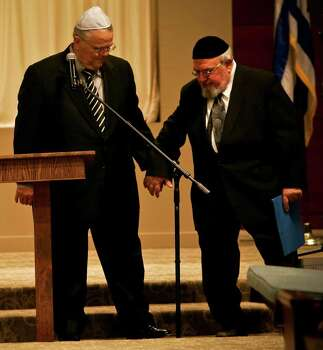 Rabbi Aryeh Scheinberg helps Pastor John Hagee back to his seat after Pastor Hagee shared congratulations with Congregation Rodfei Sholom during a 100th year celebration Thursday, October 23, 2008 in the synagogue's new sanctuary.  Photo: BAHRAM MARK SOBHANI, SAN ANTONIO EXPRESS NEWS / SAN ANTONIO EXPRESS NEWS