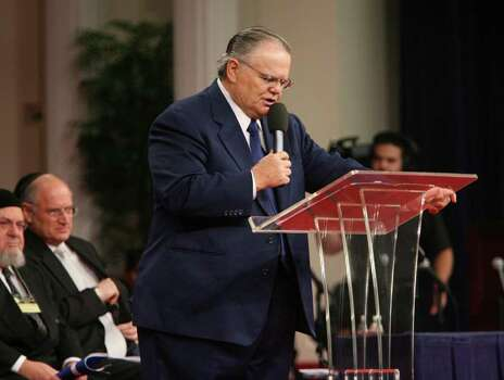 "Pastor John Hagee offers a welcome to ""A National Night to Honor Israel at Cornerstone Church""  Sunday October 22, 2006. Photo: ROBERT MCLEROY , SAN ANTONIO EXPRESS-NEWS / San Antonio Express-News"