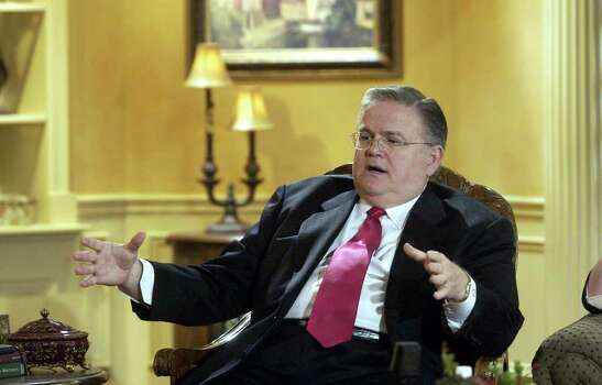 John Hagee went from pastor of a growing ambitious ministry called Cornerstone Church to CEO of a large, multi-million dollar evangelism enterprise called Global Evangelism Television.   Wednesday May 21, 2003.  Photo: ROBERT MCLEROY, SAN ANTONIO EXPRESS-NEWS / SAN ANTONIO EXPRESS-NEWS