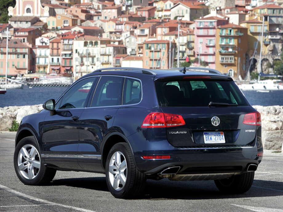 2011 Volkswagen Touareg Hybrid (photo courtesy Volkswagen)