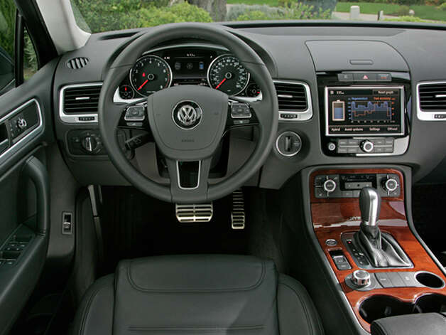 2011 Volkswagen Touareg Hybrid (photo courtesy Volkswagen)