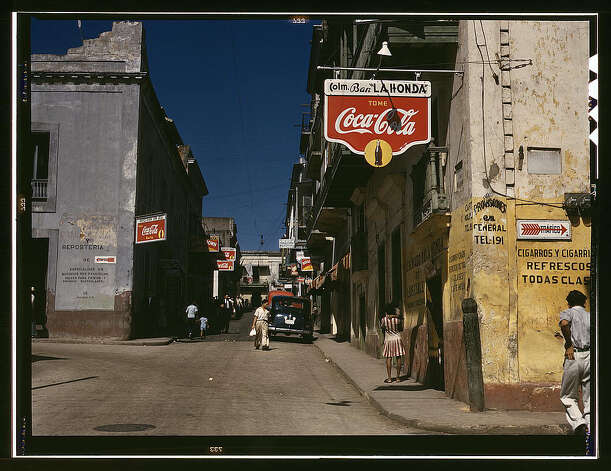 Street in San Juan, Puerto Rico, Dec. 1941. (LOC) Photo: Library Of Congress 1940s Color Photo Collection / No known restrictions on publication