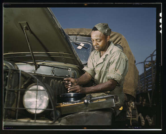 Mechanic, motor maintenance section, Ft. Knox, Ky. June 1942. (LOC) Photo: Library Of Congress 1940s Color Photo Collection / No known restrictions on publication