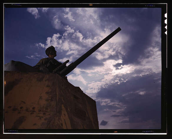 Tank commander, Ft. Knox, Ky. June 1942. (LOC) Photo: Library Of Congress 1940s Color Photo Collection / No known restrictions on publication