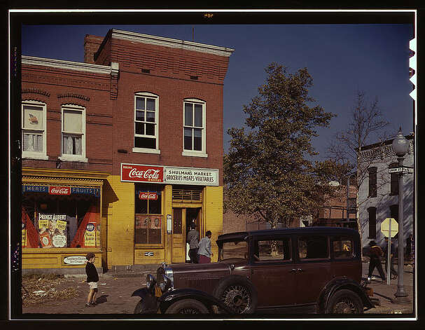 Car in front of Shulman's Market on N at Union St. S.W., Washington, D.C. 1941 or 1942. (LOC) Photo: Library Of Congress 1940s Color Photo Collection / No known restrictions on publication