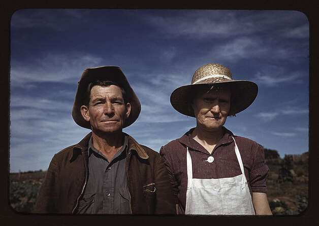 Jim Norris and wife, homesteaders, Pie Town, New Mexico. Oct. 1940. (LOC) Photo: Library Of Congress 1940s Color Photo Collection / No known restrictions on publication