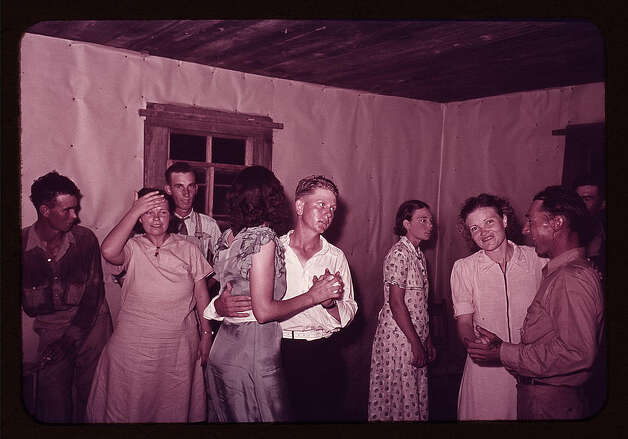 Scene at square dance in rural home in McIntosh County, Oklahoma. 1939 or 1940. (LOC) Photo: Library Of Congress 1940s Color Photo Collection / No known restrictions on publication