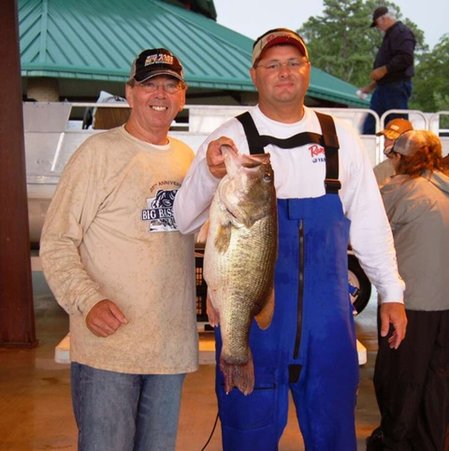 Wayne Ebarb of Many, La., takes over the tournament lead at the Big Bass Splash with his 11.33-pound catch on Saturday. (Patty Lenderman/The Lakecaster) Photo: Patty Lenderman/The Lakecaster