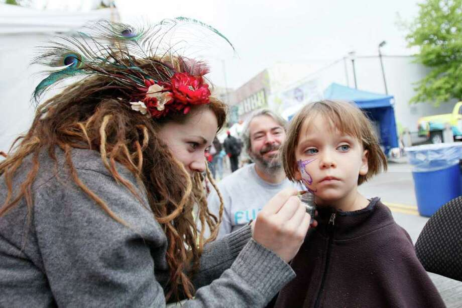 Face painter Rochelle Kellogg Paints Sophia Lippman's face at the Annual University District Street Fair on Saturday, May 21, 2011. Photo: Joe Dyer, JOE DYER / SEATTLEPI.COM