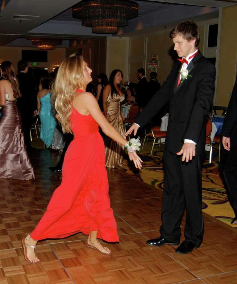 Courtney DeVito and Graham Bradley on the prom dance floor. Photo: Jeanna Petersen Shepard / New Canaan News