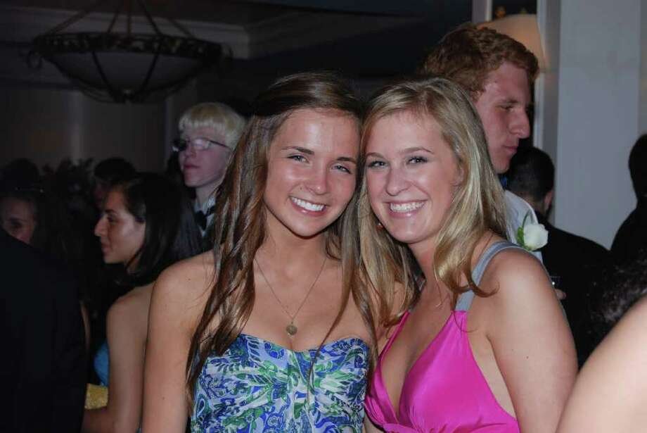 Molly Fox and Kendall Compton at the NCHS Senior Prom. Photo: Jeanna Petersen Shepard / New Canaan News