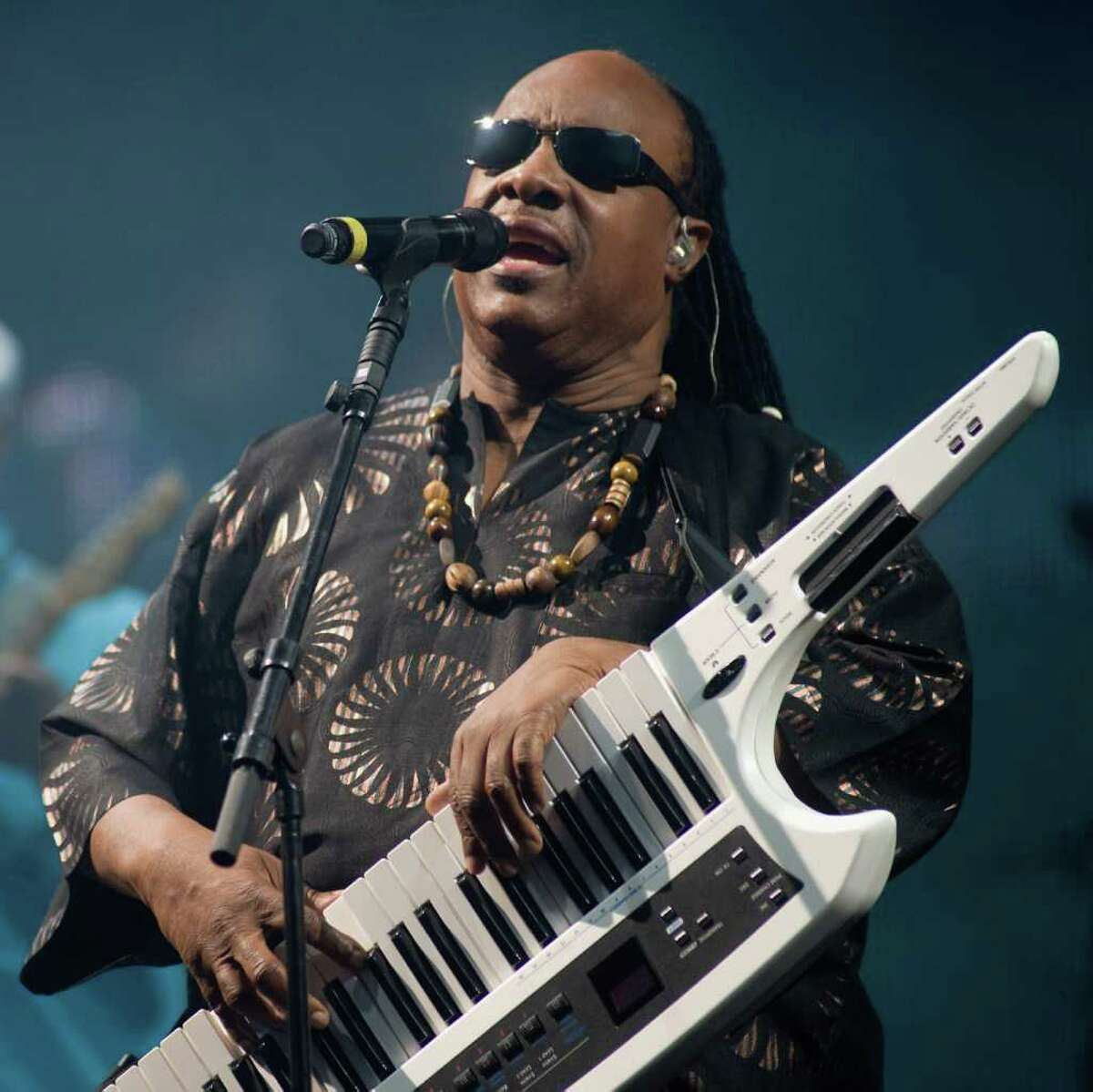 GLASTONBURY, ENGLAND - JUNE 27: Stevie Wonder performs on The Pyramid Stage during Day 4 of the Glastonbury Festival on June 27, 2010 in Glastonbury, England. This year sees the 40th anniversary of the festival which was started by a dairy farmer, Michael Evis in 1970 and has grown into the largest music festival in Europe. (Photo by Ian Gavan/Getty Images) *** Local Caption *** Stevie Wonder