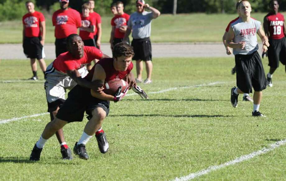 Jasper vs. Huntington 7-on-7 action Photo: Jason Dunn