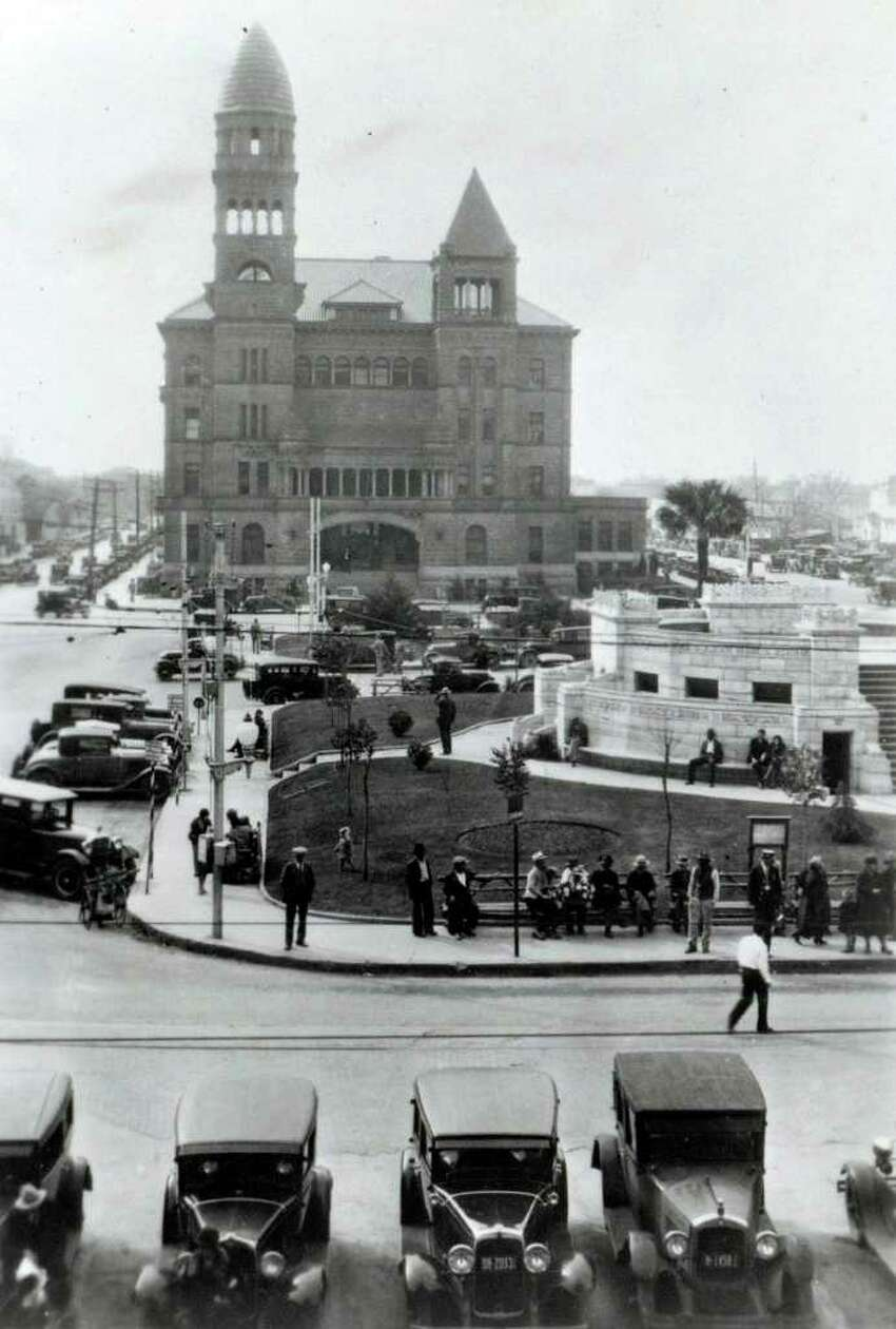 Bexar County Courthouse, as seen in the 1920s.