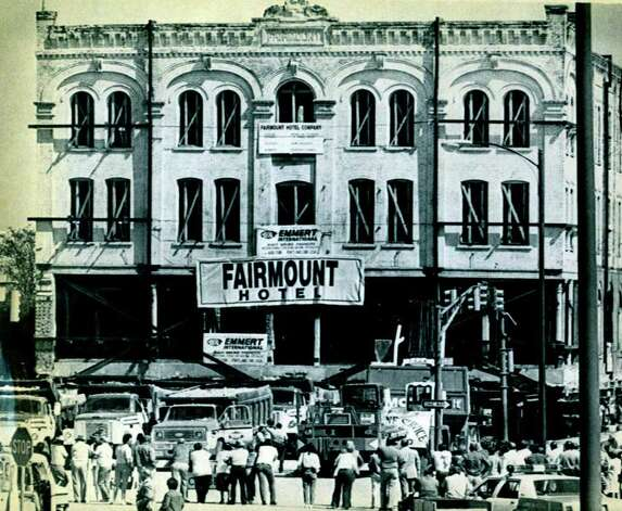 The Fairmount Hotel inches its way down Bowie street in San Antonio in 1985 during a four block move across downtown. Photo: Express-News File Photo