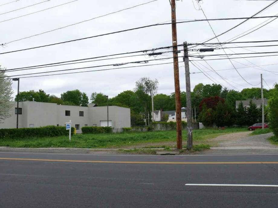 The Town Plan and Zoning Commission Tuesday denied a request for a medical office building on this empty lot at 2291 Post Road, next to the former Devan Infiniti property. Photo: Genevieve Reilly;Gary Jeanfaivre, Genevieve Reilly / Fairfield Citizen