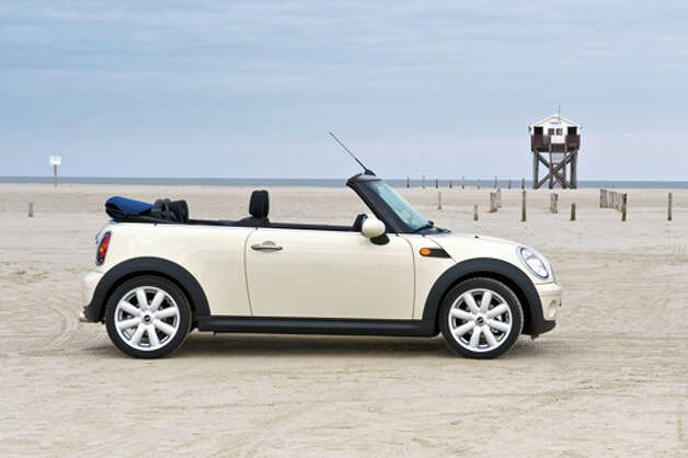 2011 MINI Cooper Convertible (photo courtesy of MINI) Photo: M.MOESCH / MOESCH.FOTOGRAFIE@T-ONLINE.DE