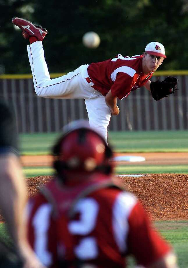 Bridge City's Jake Lemoine pitches during the regional semifinal game against Robinson at Magnolia West High School in Magnolia, Thursday. Tammy McKinley/The Enterprise Photo: TAMMY MCKINLEY