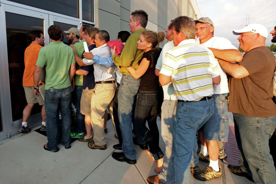 Developers rushed to submit applications for CPS Energy's Solartricity producers program at the offices on Green Mountain Road in June of last year. Photo: Jerry Lara/glara@express-news.net