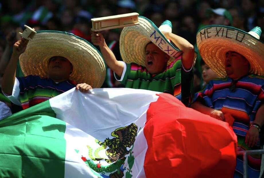 Mexico fans cheer for their team during the match against Ecuador. Photo: JOSHUA TRUJILLO / SEATTLEPI.COM