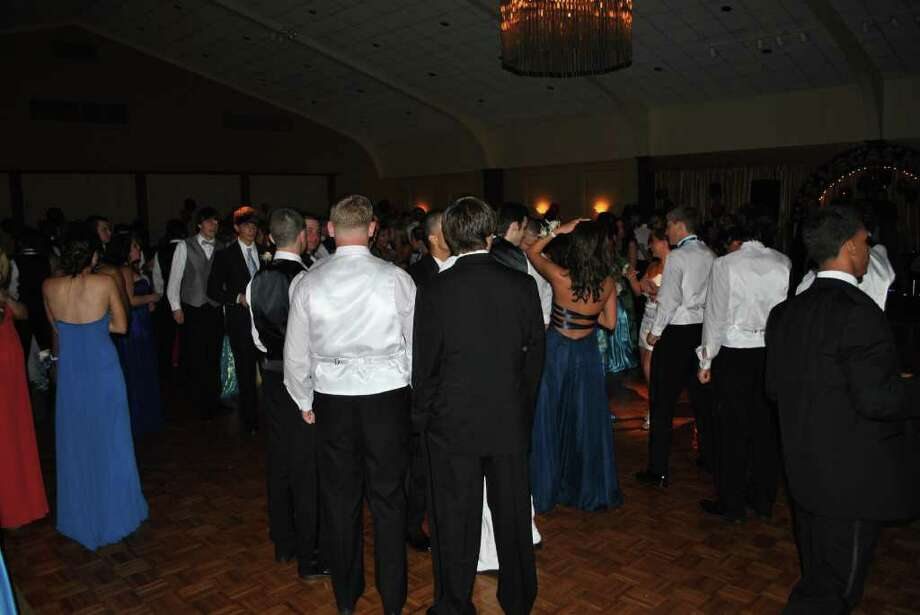 Norwalk Junior High Prom. Photo: Lauren Stevens/Hearst Connecticut Media Group