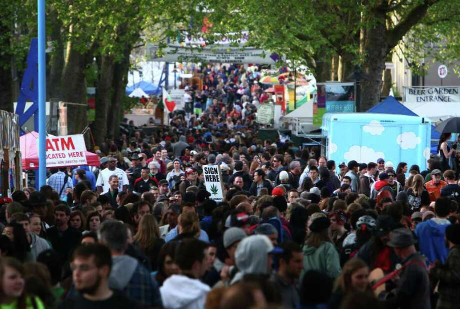 Thousands of people attend the Northwest Folklife Festival. Photo: JOSHUA TRUJILLO / SEATTLEPI.COM
