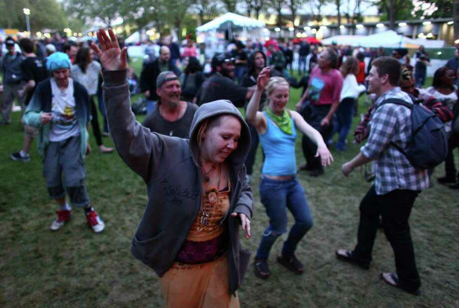 People dance during the Northwest Folklife Festival on Saturday. Photo: JOSHUA TRUJILLO / SEATTLEPI.COM