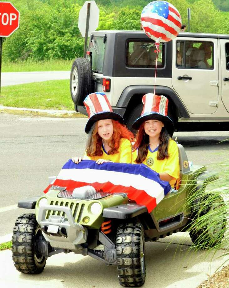 The Brookfield Memorial Day Parade was Sunday, May 29, 2011. Photo: Michael Duffy / The News-Times