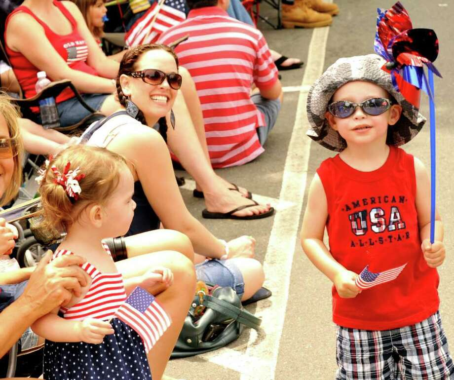 Ridgefield held it's Memorial Day Parade, Monday, May 30, 2011. Photo: Michael Duffy / The News-Times