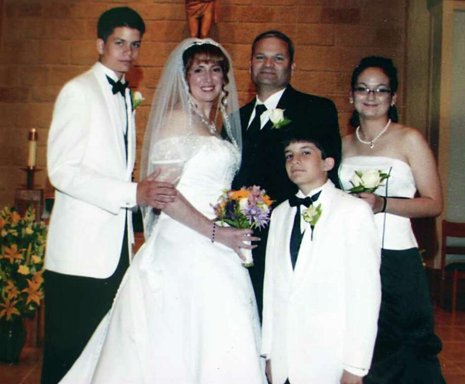 Bexar County sheriff deputy Sgt. Kenneth Vann is seen with his three children, and his bride, Yvonne, at their June 14, 2008 wedding. Bexar County sheriff deputy Sgt. Kenneth Vann was killed May 28, 2011 when a vehicle pulled next to his marked patrol car at a red light at the intersection of Rigsby Avenue and SE Loop 410 on the city's East Side and opened fire with no warning with an apparent semi automatic weapon, officials said. Photo: JOHN TEDESCO, Express-News / © 2011 San Antonio Express-News