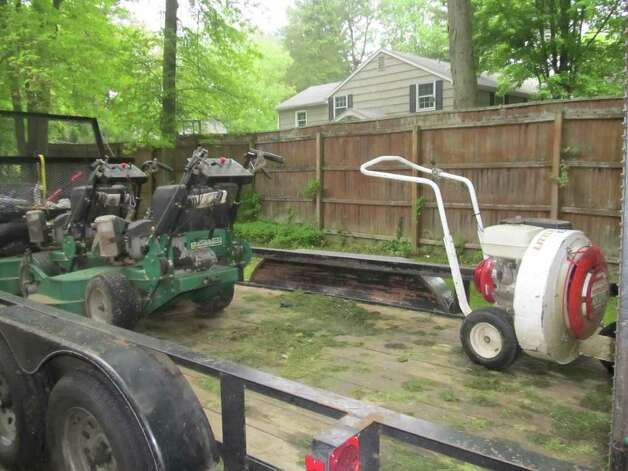 Landscaping Gas Tools : Landscapers feel impact of gas hikes westport news