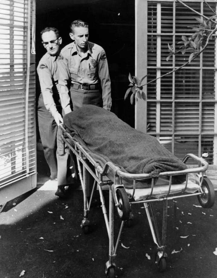 Medical attendants remove Monroe's body from her home. Photo: Keystone, Getty Images / Hulton Archive