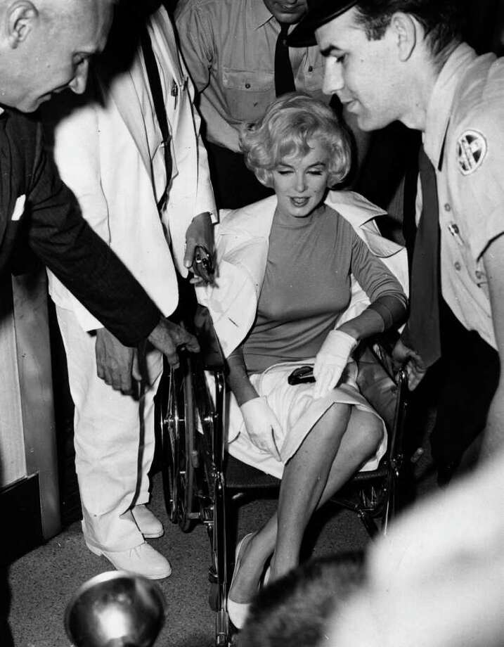 Monroe leaves the Pollyclinic in Manhattan after a gall bladder operation in 1961 Photo: Express Newspapers, Getty Images / Hulton Archive