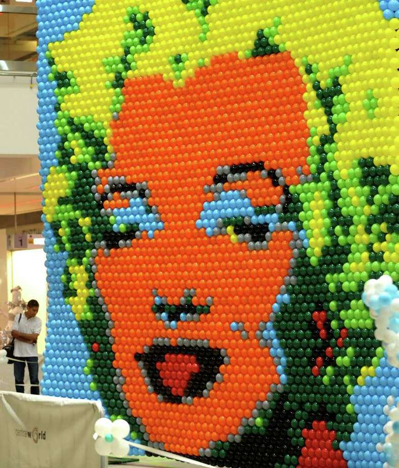 Thai visitors look at a portrait of Marilyn Monroe made of balloons on display at the 2009 Balloon Art World challenge event in Bangkok on October 12, 2009. Photo: PORNCHAI KITTIWONGSAKUL, AFP/Getty Images / 2009 AFP
