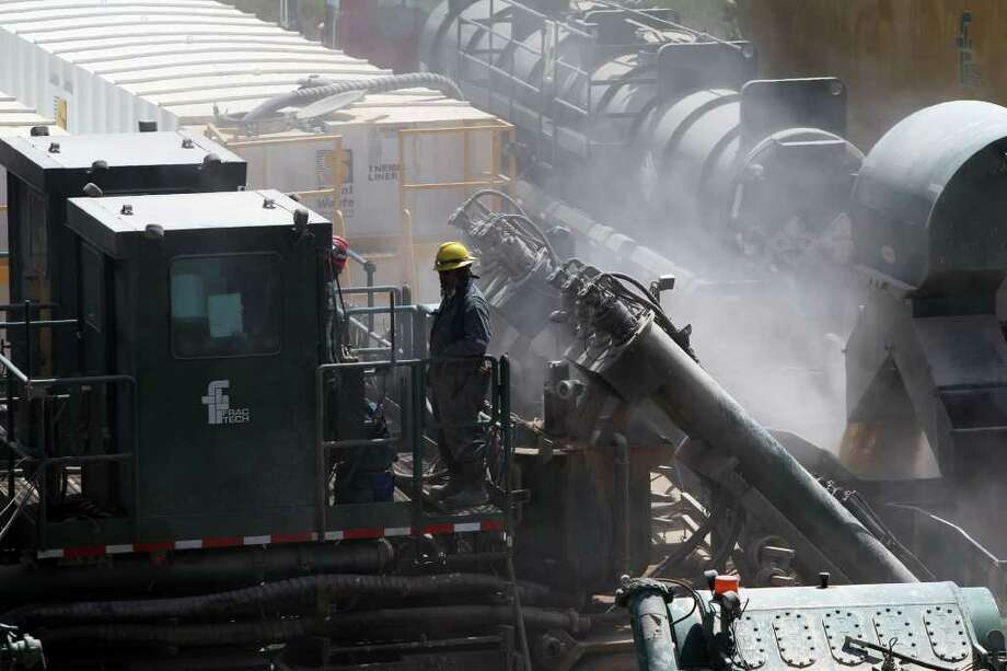 Dust fills the air at a Chesapeake Energy Co. fracking operation near Carrizo Springs. Photo: SAN ANTONIO EXPRESS-NEWS