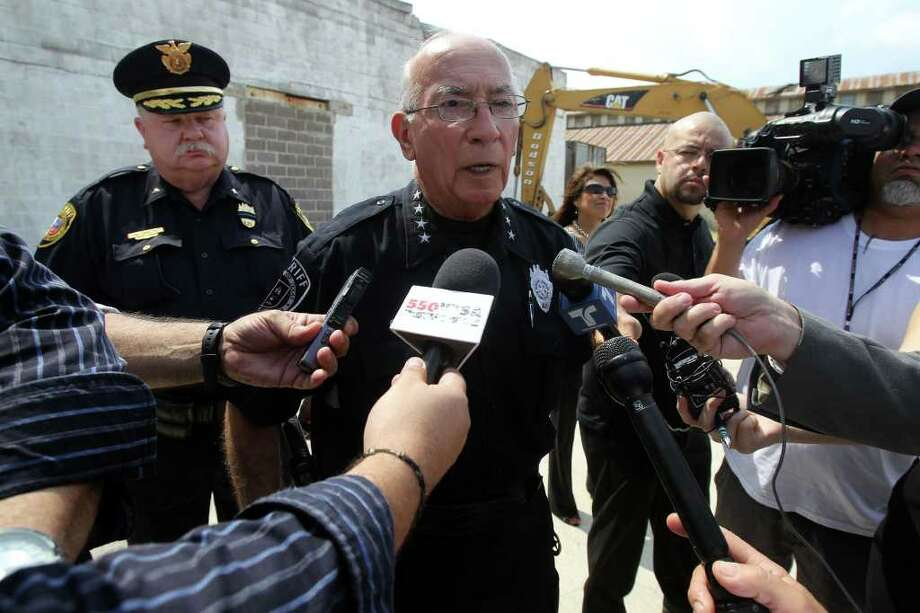 Bexar County Sheriff Amadeo Ortiz (center) speaks to the media Tuesday May 31, 2011 about the shooting death of Bexar County Sheriff's Department sergeant Kenneth Vann. Photo: JOHN DAVENPORT, John Davenport/Express-News / SAN ANTONIO EXPRESS-NEWS (Photo can be sold to the public)