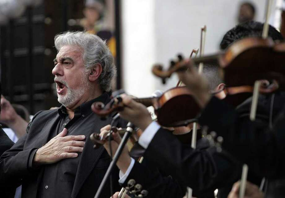 (For 210SA) Placido Domingo sings at the Spurs victory parade in San Antonio, Texas on Sunday, June 17, 2007. (ALICIA WAGNER CALZADA/ SPECIAL TO 210SA) Photo: ALICIA WAGNER CALZADA, SPECIAL TO THE EXPRESS-NEWS / Alicia Wagner Calzada