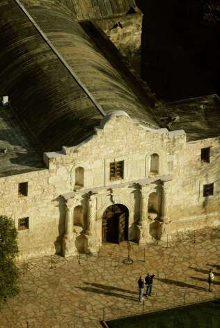 Legislation that would give the General Land Office oversight over the Daughters of the Republic of Texas at the Alamo has been sent to Gov. Rick Perry. Photo: Billy Calzada/Express-News / gcalzada@express-news.net