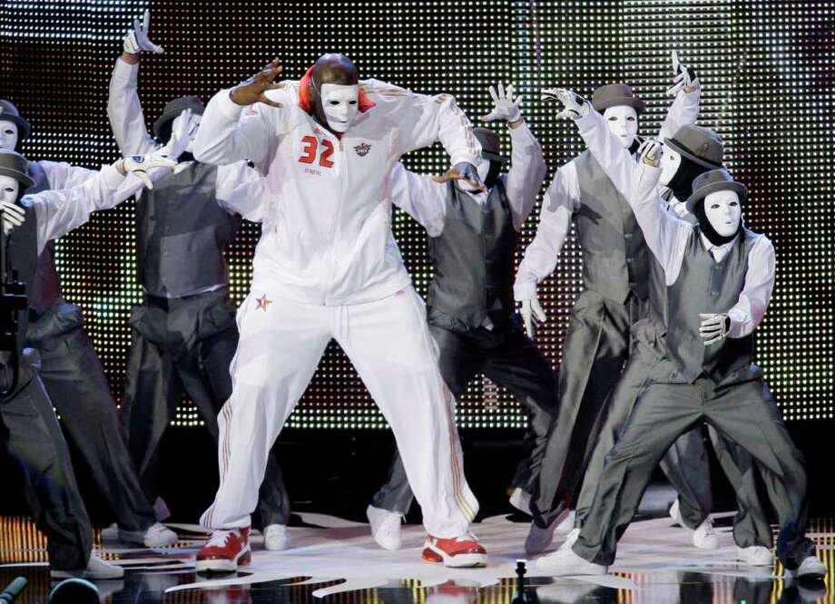 Western All-Star Shaquille O'Neal (32), of the Phoenix Suns, makes his entrance before the NBA All-Star basketball game Sunday, Feb. 15, 2009, in Phoenix. Photo: Matt Slocum, AP / AP