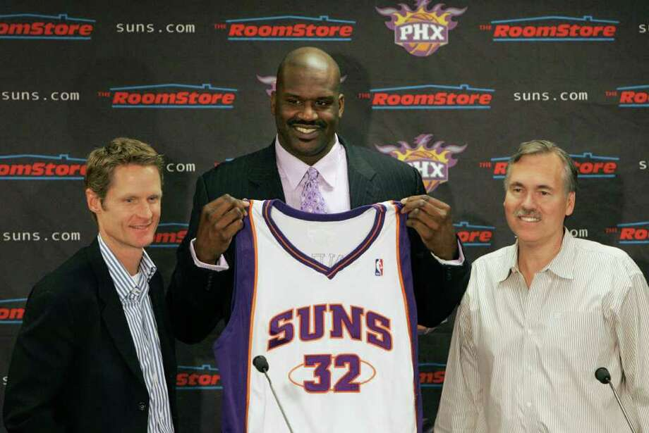 New Phoenix Suns' Shaquille O'Neal, center, holds up his new basketball jersey as he is flanked by Suns general manager Steve Kerr, left, and Suns head coach Mike D'Antoni at a news conference on Thursday, Feb. 7, 2008, in Phoenix. Photo: Ross D. Franklin, AP / AP