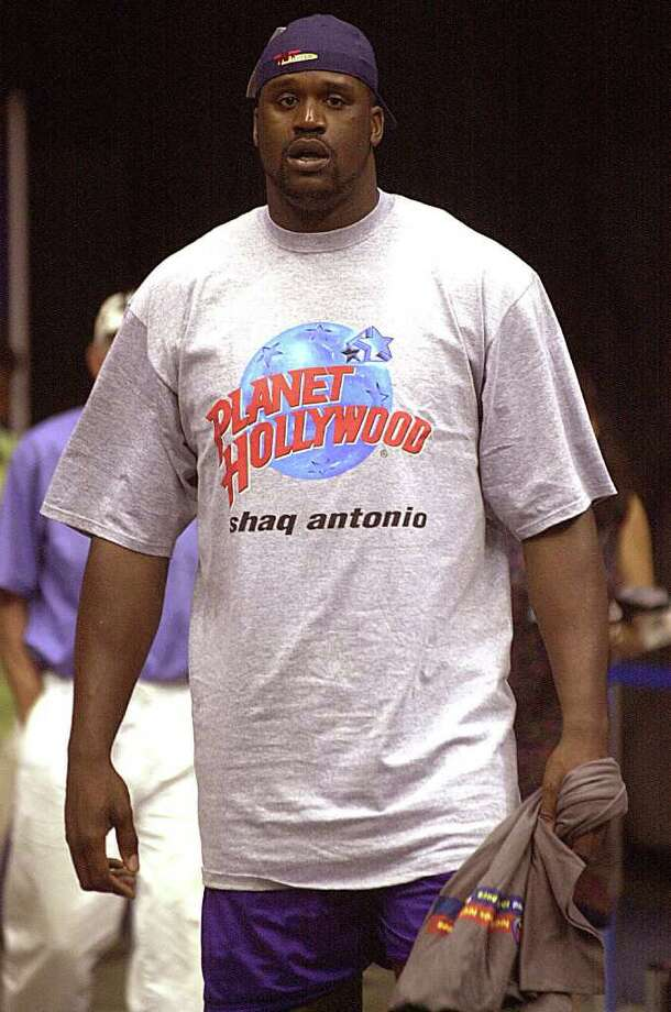 "SPTS/DAILY/ Lakers  Shaquile O'Neal walks into the Alamodome  wearing a tee shirt says ""shaq antonio"" Sunday May, 20, 2001. DELCIA LOPEZ/STAFF Photo: DELCIA LOPEZ, SAN ANTONIO EXPRESS NEWS / SAN ANTONIO EXPRESS NEWS"