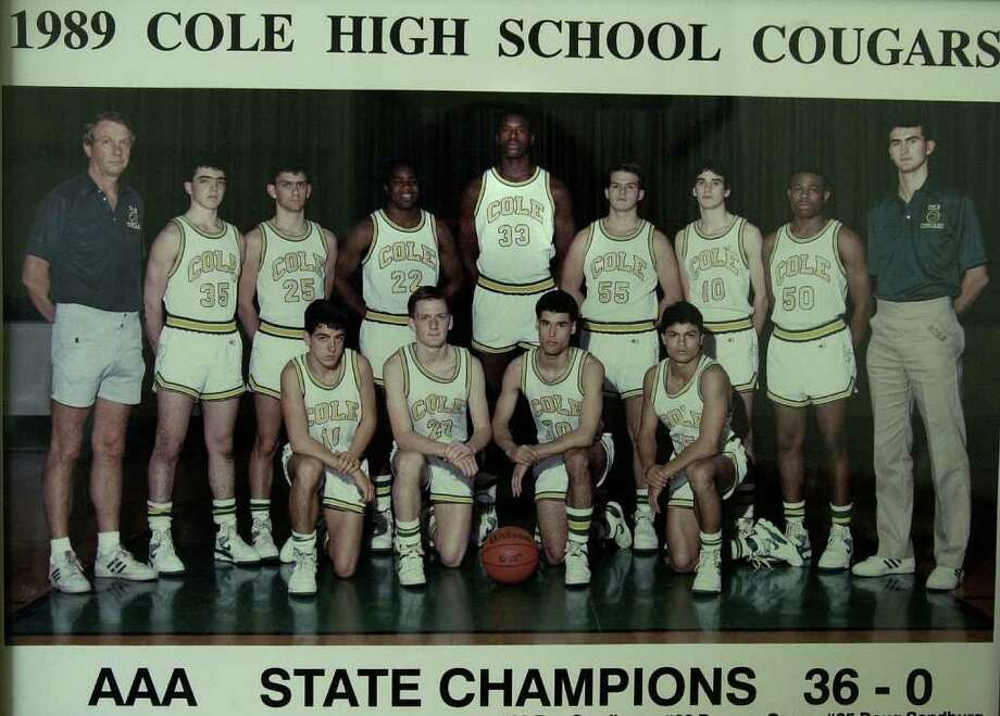 SPORTS - Photo of the 1989 Cole High School basketball squad where NBA star Shaquille O'Neal played. On the far right is current head coach Herb More who then was given the task of defending O'Neal during practices. Kin Man Hui/staff. Photo: KIN MAN HUI, SAN ANTONIO EXPRESS-NEWS